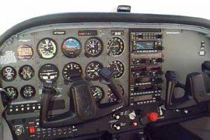 cockpit-cessna-172